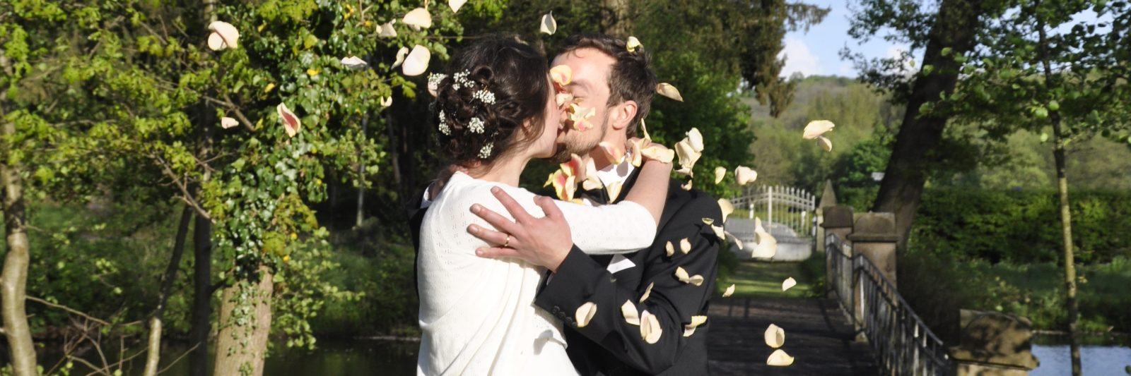 Hochzeit_Paar in Rosen